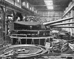 """Budowa wież z działami kal. 305 mm dla okrętu liniowego """"Viribus Unitis""""  w zakładach Skoda w Pilznie, 1909 r."""