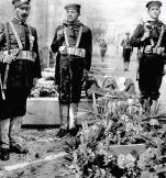 """Pogrzeb francuskiego kontradmirała Victora Senesa, który zginął na krążowniku """"Leon Gambetta"""", storpedowanym 27 kwietnia 1915 r."""