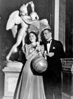 Jan Karski (Kozielew- ski) na balu noworocznym  w Zamku Królewskim  w Warszawie. 1938 r. (fot. Instytut Hoovera)