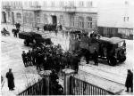 """Partyzanci z oddziału KWP Wiesława  Janusiaka """"Prawdzica"""" w drodze na ujawnienie, Radomsko,  marzec 1947 r."""