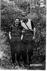 """Józef Kuraś """"Ogień""""  z żoną Czesławą  z d. Polaczyk  (lato 1946, Gorce)"""
