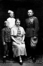 Joanna i Stanisław Szczepańscy z dziećmi Tadeuszem i Danutą