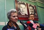 """Anna Jakubowska """"Paulinka""""  podczas konferencji  w Muzeum Powstania Warszawskiego  (obok – dyrektor MPW Jan Ołdakowski)"""