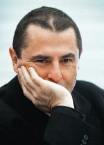 """Bronisław Wildstein,  pisarz, publicysta, dziennikarz; komentator dziennika """"Rzeczpospolita""""  i tygodnika """"Uważam Rze"""".Autor powieści:""""Jak woda"""" (1989) – Nagroda Kościelskich,""""Brat"""" (1992),""""Mistrz"""" (2004),""""Dolina nicości"""" (2008)  – Nagroda Józefa Mackiewicza – i zbiorów opowiadań:  """"O zdradzie  i śmierci"""" (1994)  i """"Przyszłość  z ograniczoną odpowiedzial-nością"""" (2003)  – Nagroda Andrzeja Kijowskiego"""