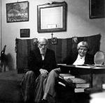 Maria Dąbrowska  ze Stanisławem  Stempowskim w mieszkaniu w Warszawie,  29 września 1951 roku (fot. MUZEUM LITERATURY)