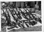 Broń wydobyta z bunkra w zabudowaniach Apolinarego Grabowskiego, 4 marca 1957 r.