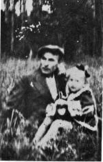 """Jan Leonowicz """"Burta"""" z córką Basią, 1945 r."""
