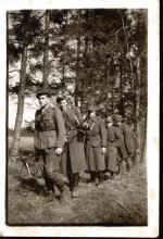 """Patrol Walentego Waśkowicza """"Strzały"""" w marszu: Jerzy Marciniak """"Sęk"""", Jan Belcarz """"Dżym"""", Czesław Jabłoński """"Bąk"""", Marian Puchacz """"Kubuś"""" i Mieczysław Zwoliński """"Jeleń"""". """"Dżym"""", """"Bąk"""" i """"Kubuś"""" polegli pod Zawieprzycami 18 maja 1947 r."""