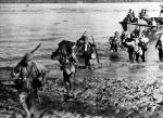 Japończycy lądują na wyspie Jawa w Indiach Holenderskich, 28 lutego 1942 r.