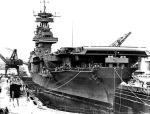 """USS """"Yorktown"""" naprawiany w Pearl Harbor po bitwie na Morzu Koralowym"""