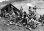 W II RP harcerstwo  było bardzo popularną organizacją.  Na zdjęciu: harcerki  na obozie  w lipcu  1930 roku