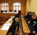 Rozprawa  w sądzie  w Poznaniu  w 2008 r.  Na ławie oskarżonych m.in. ppłk Henryk W., którego wojskowi śledczy oskarżyli o to, że był jednym  z kluczowych ogniw grupy przez lata ustawiającej przetargi. Kilka dni temu sąd skazał go na 3,5 roku więzienia, degradację i nakazał zwrot kilkuset tysięcy złotych