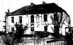 Tu stacjonował sztab gen. Józefa Chłopickiego podczas powstania listopadowego. Dwór wielokrotnie przebudowywano