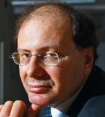"""János Tischler,  rocznik 1967, jest historykiem, szefem Węgierskiego Instytutu Kultury w Warszawie. Autor książek i artykułów poświęconych stosunkom polsko-węgierskim  w XX wieku, publikował m.in. w """"Rzeczpospolitej"""""""