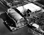 Barka HMB-1 wkorzystywana jako hangar dla okretów podwodnych
