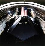 """HMB-1 jest dziś hangarem dla doświadczalnego okrętu podwodnego """"Sea Shadow"""""""