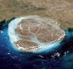 Niezwykły podwodny spektakl obserwują naukowcy  z Instytutu Geofizyki Wysp Kanaryjskich. Pod wodą posługują się  zdalnie sterowanym robotem