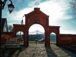 Brama kościoła w Żarnowcu