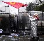 Starcia pracowników z policją przed siedzibą firmy Goodyear