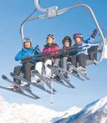 Wyciąg w ośrodku narciarskim Zuoz. W tle Piz d'Esan