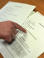 """Irina O. dwukrotnie tłumaczyła dokumenty na zlecenie Służby Kontrwywiadu Wojskowego. """"Rz"""" posiada kopie umów z tłumaczką."""
