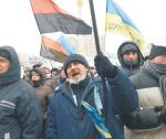 Czerwono-czarne flagi banderowców na kijowskim Majdanie