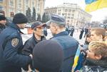 Milicja zatrzymuje prorosyjskiego manifestanta w Charkowie