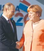 Kanclerz Angela Merkel nie spotyka  się ostatnio  z prezydentem Putinem tak często jak dawniej.  (Na zdjęciu spotkanie  na szczycie G20 w roku ubiegłym  w Petersburgu)