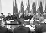 Donaldowi Tuskowi sprzyjała sytuacja. Obronił kraj przed powodzią, której nie było. Na zdjęciu posiedzenie Rządowego Zespołu Zarządzania Kryzysowego