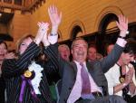 Nigel Farage i inni eurosceptycy zyskali większe znaczenie w europarlamencie (na zdjęciu lider Partii Niepodległości 25 maja w Southampton po ogłoszeniu jego wyborczego zwycięstwa)