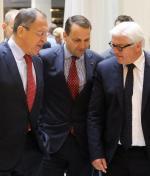 NIK uważa, że Radosław Sikorski nadużywa trybu wyjątkowego, nadając stopnie dyplomatyczne