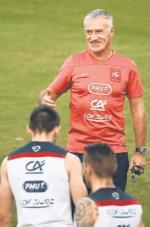 Didier Deschamps buduje drużynę na Euro 2016,  ale gdyby Francja nie wyszła  z grupy na mundialu, kibice by mu nie wybaczyli