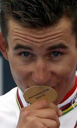 Michał Kwiatkowski z medalem mistrza świata.