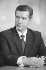 Oskarżony o seksualne molestowanie urzędniczek i gwałt na jednej z nich prezydent  Olsztyna Czesław Małkowski  powalczy w drugiej turze  wyborów prezydenckich