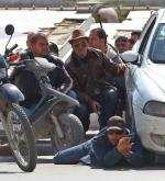 Policjanci szykują się  do odbicia zakładników w muzeum w Tunisie