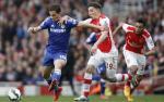 Przy piłce Eden Hazard – Jose Mourinho mówi, że każda z jego nóg warta jest 100 mln funtów, ale  w niedzielę  na obrońcach Arsenalu wrażenia to  nie robiło