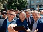 Ks. Kazimierz Sowa (drugi z lewej) przeżył szok, kiedy prezydent Bronisław Komorowski przegrał wybory