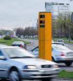 Rejestratory przejazdów na czerwonym świetle ustawiły niektóre samorządy (na zdjęciu w stolicy, skrzyżowanie ul. Witosa i Sobieskiego). Przepisy się jednak zmieniły i w nowym roku gminy nie będą już mogły z nich skorzystać