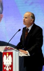 W kampanii Zjednoczonej Lewicy pojawiła się kolejna znana postać: prof. Grzegorz Kołodko. – Polska potrzebuje szybkiego wzrostu i gospodarki opartej na wiedzy, a nie na nierealnych obietnicach – mówił podczas konwencji