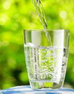 Sprzedaż wody rośnie m.in. kosztem słodkich napojów gazowanych