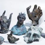 Fragmenty posągów były przygotowane do przetopienia