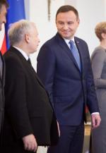 Jarosław Kaczyński (z lewej) i Andrzej Duda podczas inauguracji rządu PiS w listopadzie 2015roku. Od tego czasu stosunki między politykami mocno się skomplikowały.