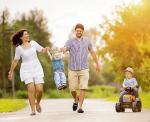 Warto zmobilizować się do odkładania część zasiłku na dzieci, zawierając długoterminową umowę z bankiem