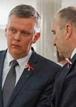 Grzegorz Schetyna i Tomasz Siemoniak obiektywnie szkodzą państwu, ale swoją partię przybliżają do sukcesu w wyborach – przekonuje autor