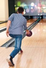 Pierwszy tor do bowlingu otwarto w Polsce 1998 r. W rankingu sekcji Bowlingu Sportowego w Polsce sklasyfikowanych  jest 120 zawodników