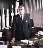 Wernher von Braun podczas II wojny światowej współtworzył pociski V-2, po wojnie zaś uczestniczył w amerykańskim programie kosmicznym.