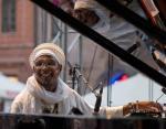 Omar Sosa (ur. 1965), pianista łączący klasyczną estetykę z jazzem i world music. Siedmiokrotnie nominowany do Grammy