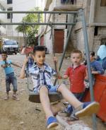 Syryjskie i palestyńskie dzieci w obozie w Libanie. Co trzeci uchodźca z Syrii w tym kraju to dziecko.