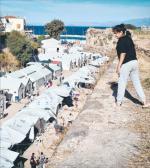Uchodźców frustruje niekończące się oczekiwanie na wyjazd. Na zdjęciu obóz w Chios.