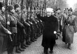 Wielki mufti Jerozolimy Muhammad Amin al-Husajni w czasie osobistej inspekcji bośniackich Muzułmanów  – ochotników Waffen SS (styczeń 1944 r.)